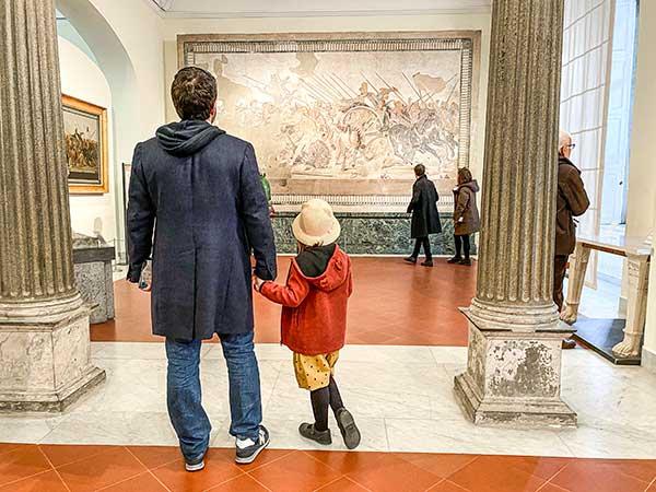 papà e figlia al museo