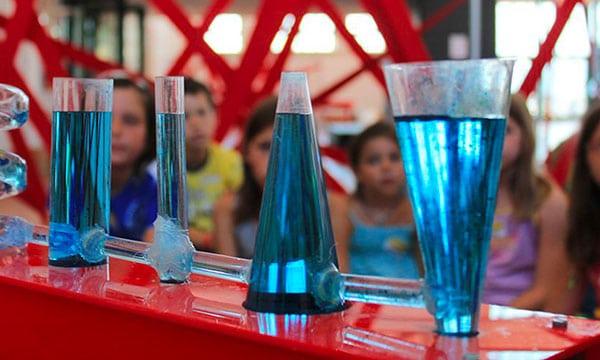 bambini al museo esperimenti con l'acqua