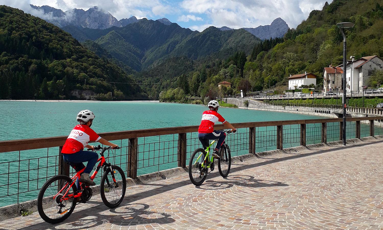 bicicletta in lago di Barcis