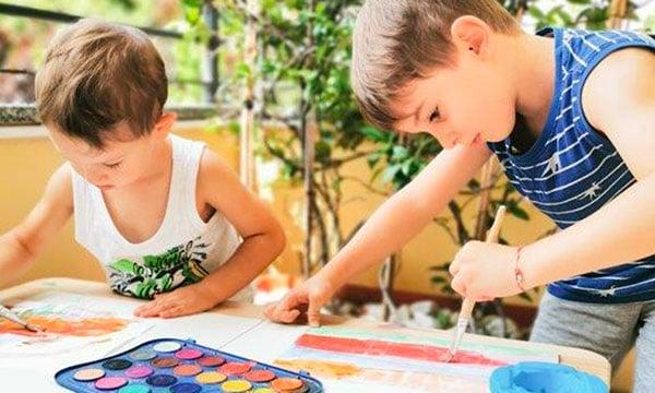 bambini dipingono